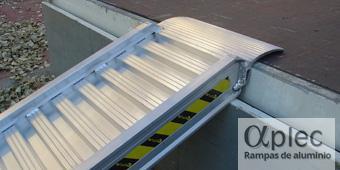 Rampas con bordes Longitud 1.500 mm  Altura de carga 450 mm