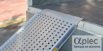 Plataformas con bordes Longitud 2.000 mm  Altura de carga 600 mm