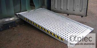 Plataformas con bordes Longitud 3.000 mm  Altura de carga 900 mm