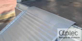 Plataformas con bordes Longitud 3.500 mm  Altura de carga 1.050 mm