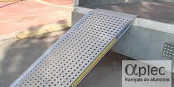 Plataformas con bordes Longitud 4.000 mm  Altura de carga 1.200 mm