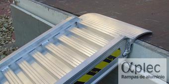 Rampas con bordes Longitud 2.500 mm  Altura de carga 750 mm