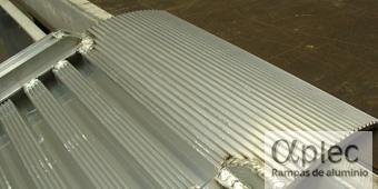 Rampas con bordes Longitud 3.500 mm  Altura de carga 1.050 mm